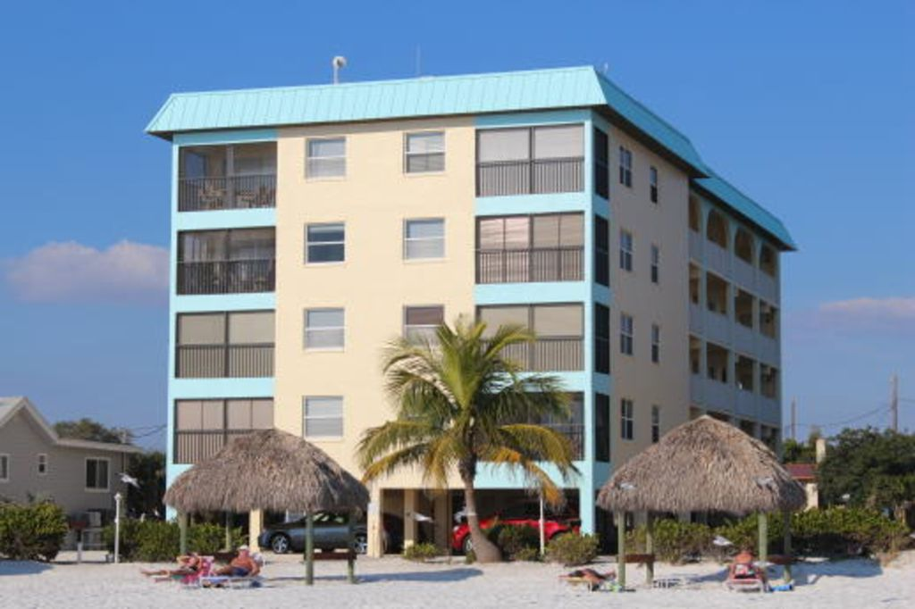 Ft Myers Beach Condo Al View Of Inium From Private Side Tiki Huts