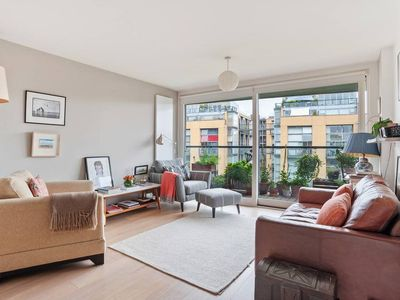 Photo for Stylish 2 bed apt with balcony in Haggerston