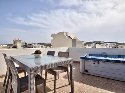 Photo for Off the beach St Pauls jacuzzi & views