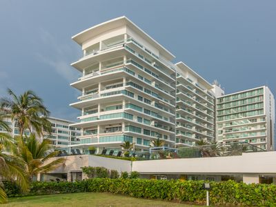 Photo for Ocean and pool view 908 Cartagena