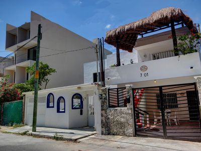 "Casa ""Cat"" - This cozy private top floor unit short distance from beach entrance"