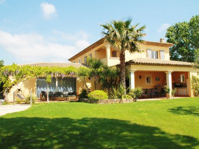 Photo for Air-conditioned Provencal villa with heated pool in Grimaud.