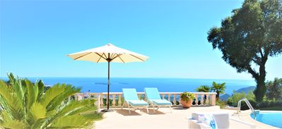 Photo for Splendid villa with pool and breathtaking sea views in the hills above Mandelieu