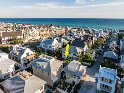Amazing 2BR/2BA Carriage home perfectly located with Gulf views!