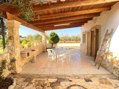 Photo for Beautiful villa surrounded by greenery located in Torre Pali.