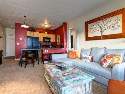 "Photo for 3min to Lake or SKI! 65"" HDTV -Mtn Views! Wifi! Hot Tubs/Pool! Private Deck!"