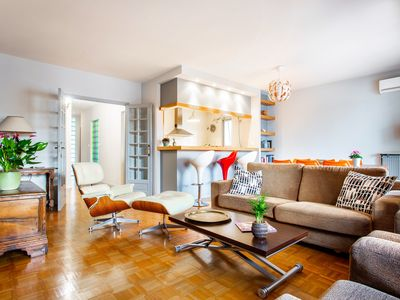 Photo for Large and quiet Flat. 4 Bedrooms. Next to Subway and Park