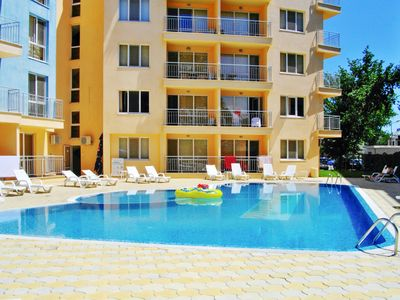 Homerez last minute deal - Nice apt with pool access and balcony