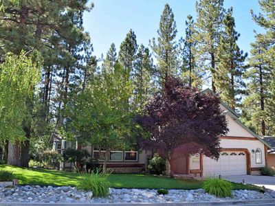 Whispering Pines Retreat: Pool Table! Spa! BBQ! Log Features! Master Suite! Great Backyard!