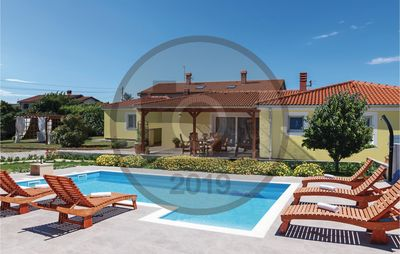 Photo for 4 bedroom accommodation in Loborika