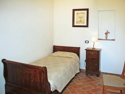 Photo for Beautiful apartment in villa for 4 guests with A/C, WIFI, pool, TV, pets allowed and parking