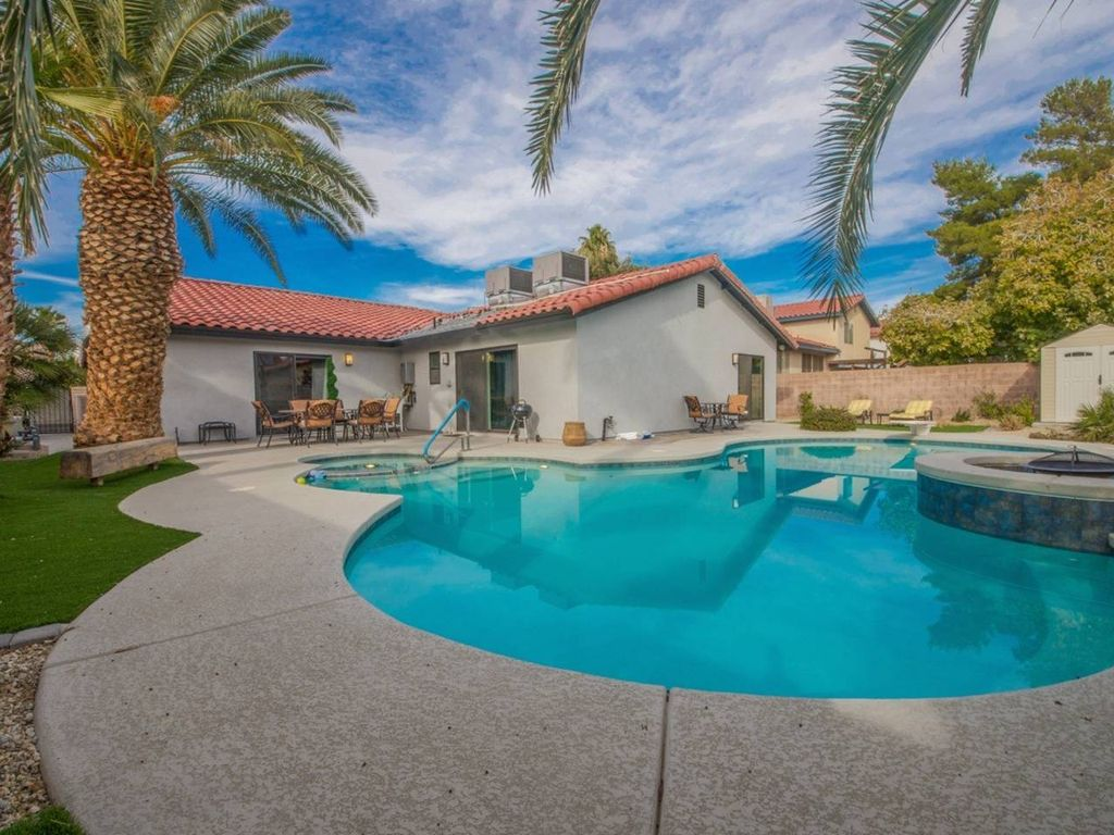 Sleeps 16 Immaculate 4bed 7min to Vegas Strip Four Bedroom House ...
