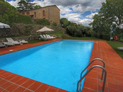 Photo for Cozy Holiday Home with Garden in Pergine Valdarno