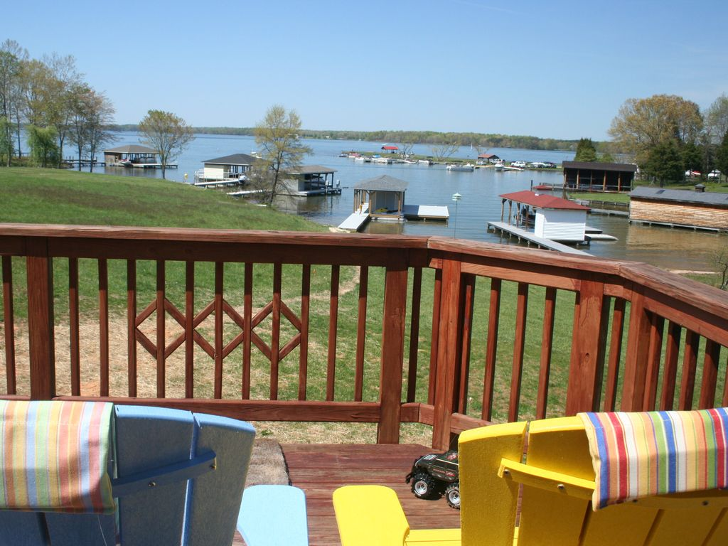 Lake anna pleasant view lake front beach homeaway for Lake front view
