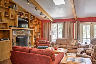 With sleeping space for 12, this cabin is perfect for the whole family!