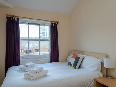 Photo for Light and cosy 2 bed flat near Whitechapel (for 4)