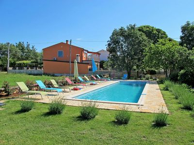 Photo for Cosy apartment for 4 guests with WIFI, pool, A/C, TV, balcony, pets allowed and parking