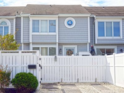 Photo for Nice 3 bedroom, 2 and 1 half bath townhome in Avalon's northend.  Convenient to the recreation fields and the bay area.