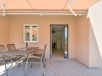 Photo for Cosy apartment for 8 guests with WIFI, A/C, private pool, TV and parking