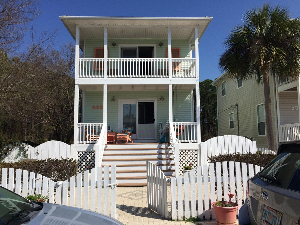 Bettie 39 s beach house vrbo for Wheelchair accessible homes for sale in florida