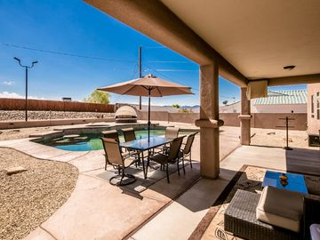 GRAND Family-Friendly Home, Pool, Spa, Horseshoes, 3 Patio TV's & more!!!