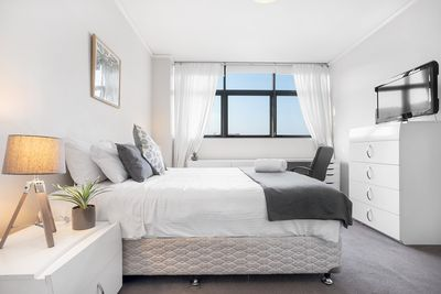 Master-Bedroom with King bed, Walk-in Robe and Ensuite