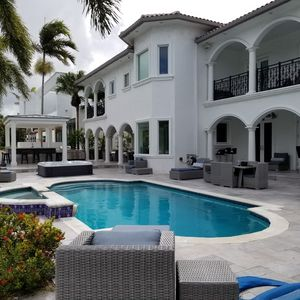 Magnificent Las Olas Waterfront Oasis by the Ocean