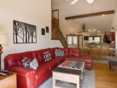 5 STAR!!TAKE VIRTUAL TOUR!!!4 Bed/4 Bath/Hot Tub/Full Bsmnt/Game Rm w/couch beds