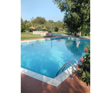 Photo for Apartment in villa with WIFI, pool, TV, veranda, panoramic view, parking, close to San Gimignano
