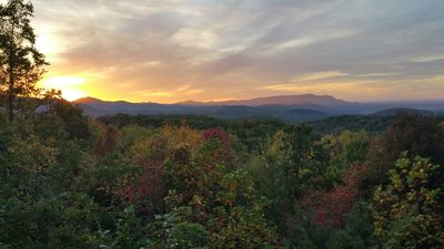Private,Incredible View, Hot Tub, Pool Table! ! 10 min to Gatlinburg/Pigeon Forg
