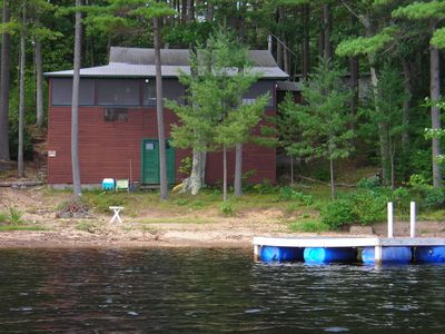 Beautiful Lakeside Waterfront Cottage with Private Beach