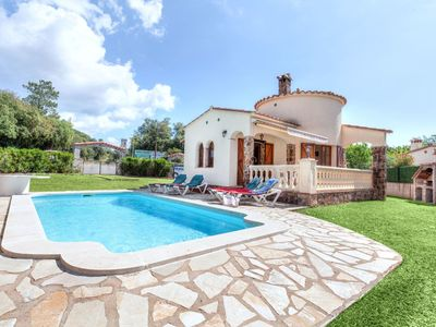 Photo for This 2-bedroom villa for up to 5 guests is located in Calonge and has a private swimming pool and Wi