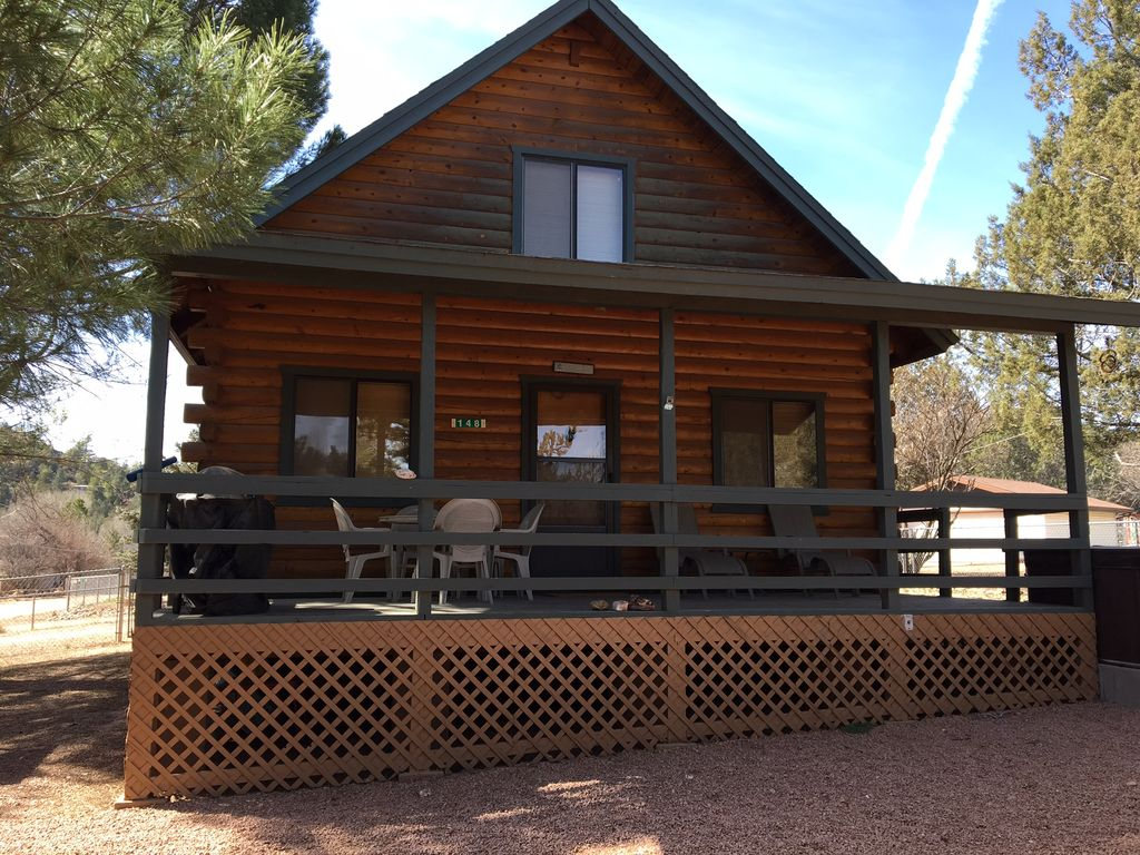Five star blissful bear log cabin in east v vrbo for Az cabin rentals with hot tub