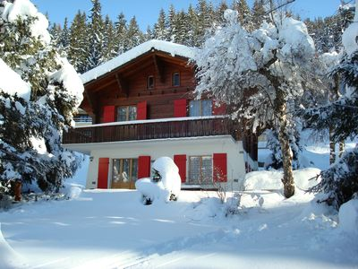 Photo for Nice individual chalet between the foot of the tracks and the forest. Ski in / out