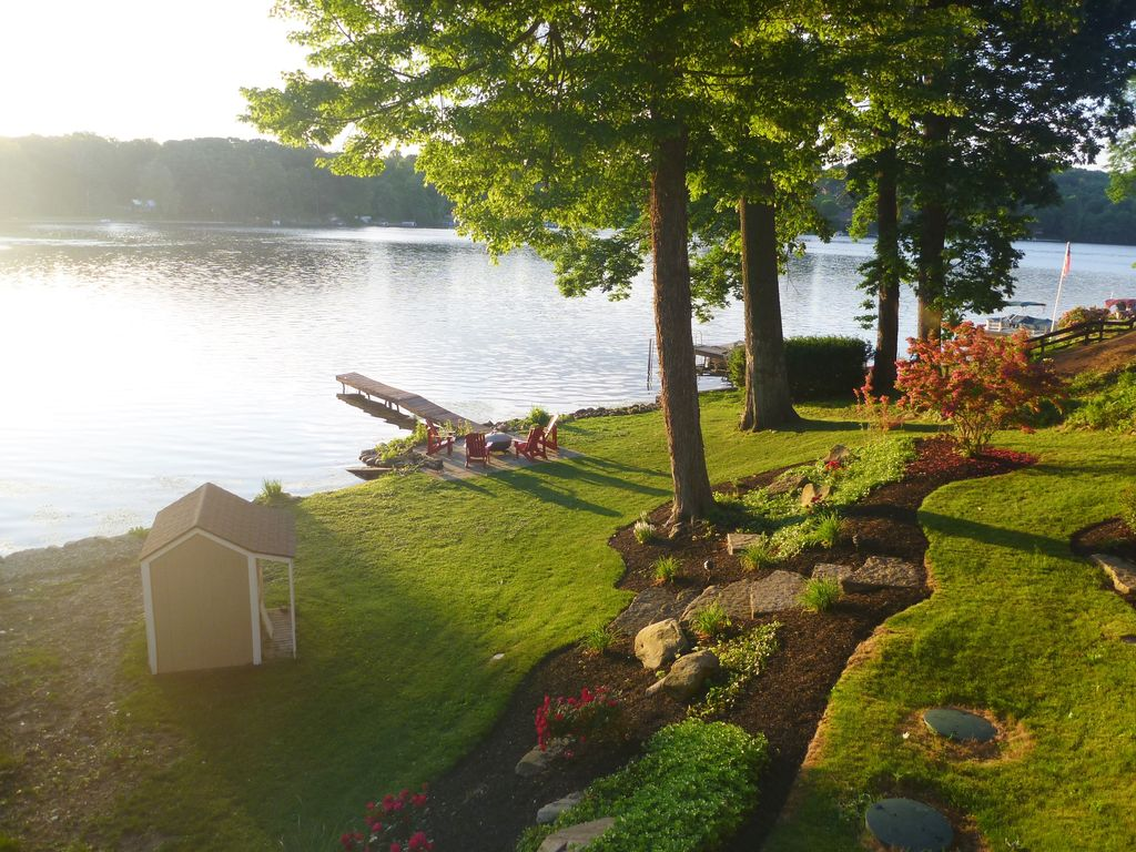 Comfort cottage reduced winter rates on the lake and golf for Portage lakes fishing
