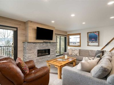 Discounted lift tickets! Gorgeous 4 Bedroom Steamboat Townhome with Beautiful Vi