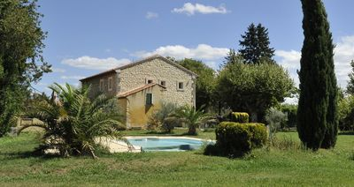 Photo for Beautiful Mas Provençal, fenced pool, between Luberon and Alpilles, 10 pers.