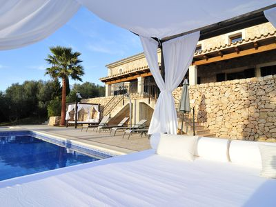 Photo for Nice Villa with pool, barbecue and tennis court. Wifi. Beaches at 15 km