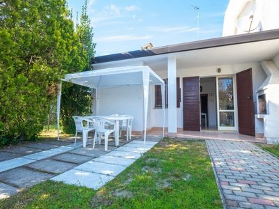 Photo for Bright house on ground floor, air conditioning 200 meters from the beach