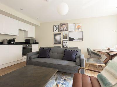 Photo for The New Bond Street Loft - Modern 1BDR City Centre Apartment