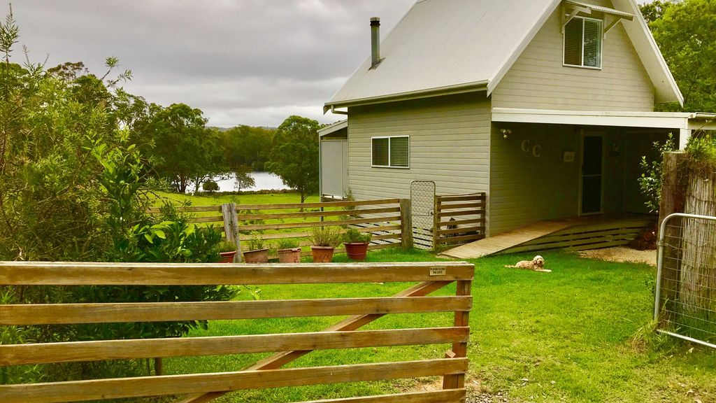 Carrie's Cottage - Waterfront and Dog friendly