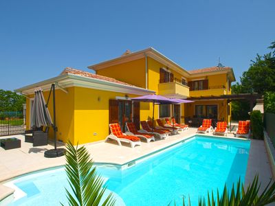 Photo for Holiday house Banjole for 10 - 13 persons with 5 bedrooms - Villa