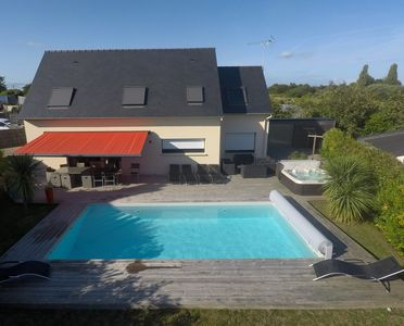 Photo for Beautiful home with heated pool and spa, 200 meters from the beach