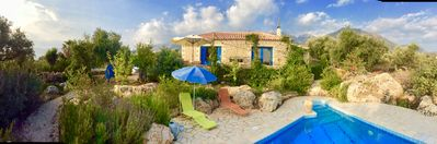 Photo for Mikros Pyrgos: beautifully located villa with private pool &  fabulous sea views
