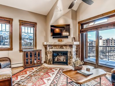 Photo for Large luxury condo with 2 balconies & scenic views, shared amenities!