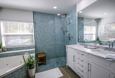 Walk-in shower has two shower heads and four body jets!