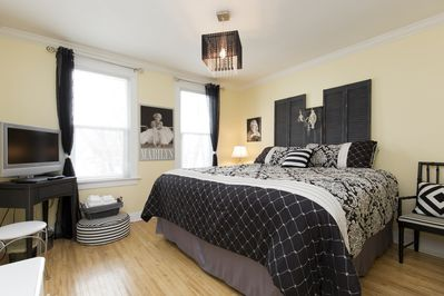 Marilyn Room with King Bed
