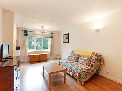 Photo for Decorated 2Bed Apt, 10mins to Famous Tower Bridge