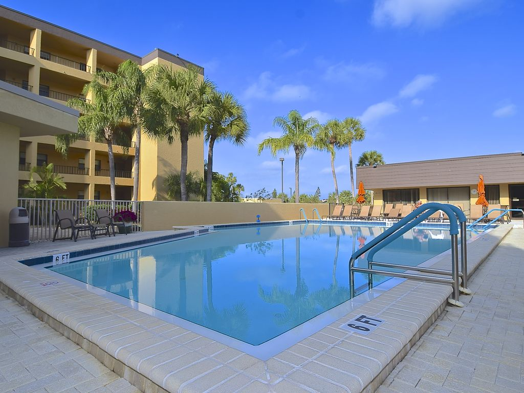 gulf bay club siesta key 3 bedroom beachfront condo 1st floor with patio siesta key