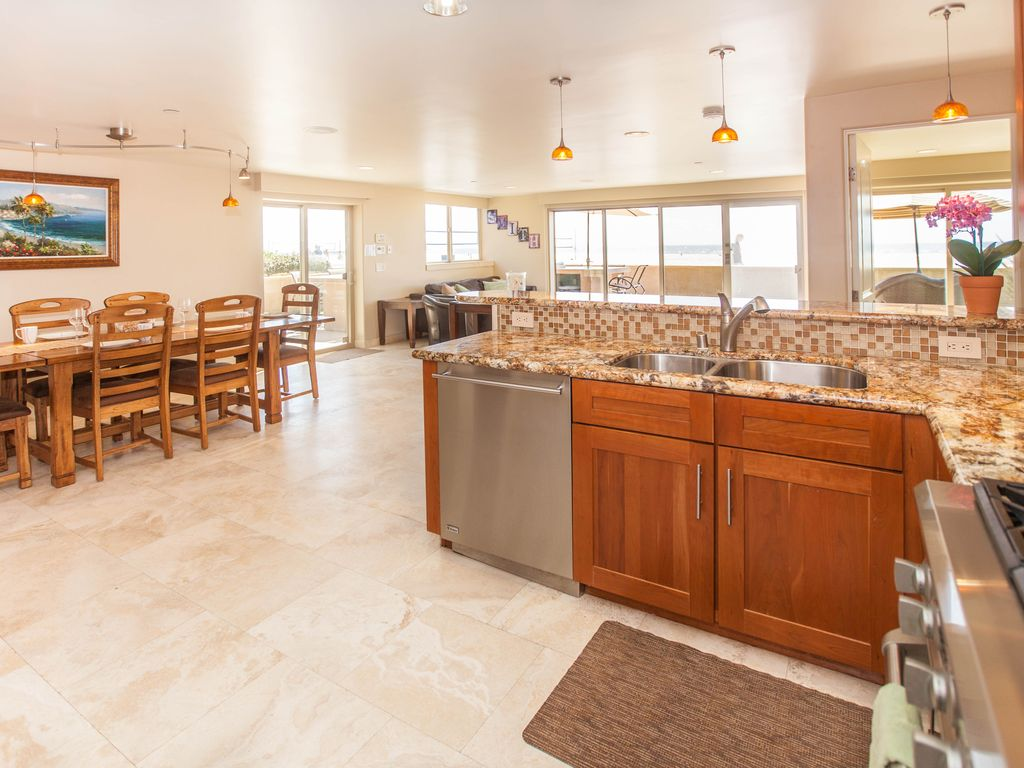 oceanfront ground level home best private patio in mission beach